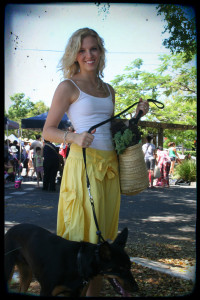 Eat Pray Workout Australia top health blogger Amy Darcy and puppy at Michelton Farmers Markets in Brisbane