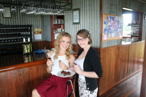 Eat Pray Workout Australia top health blogger Amy Darcy and friend at scenic rim vineyards
