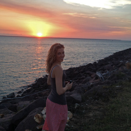 Eat Pray Workout Australia top health blogger Amy Darcy on Darwin beach at sunset