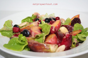fig and peach fruit salad with fig sauce