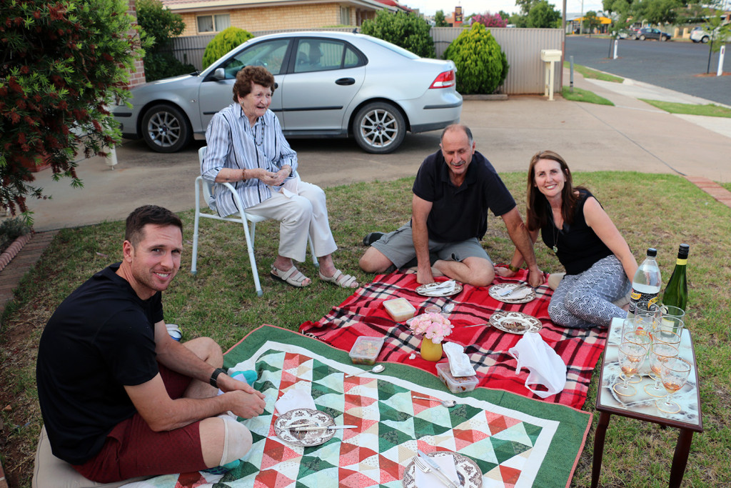 eat pray workout temora picnic1
