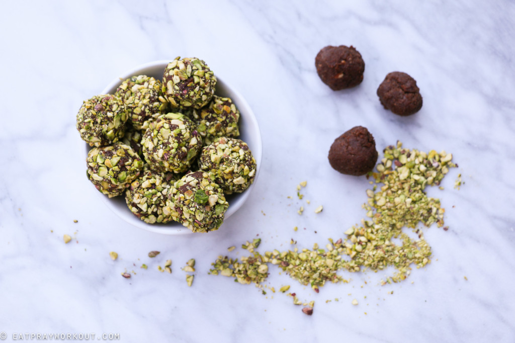 Coffee & pistachio bliss balls-12