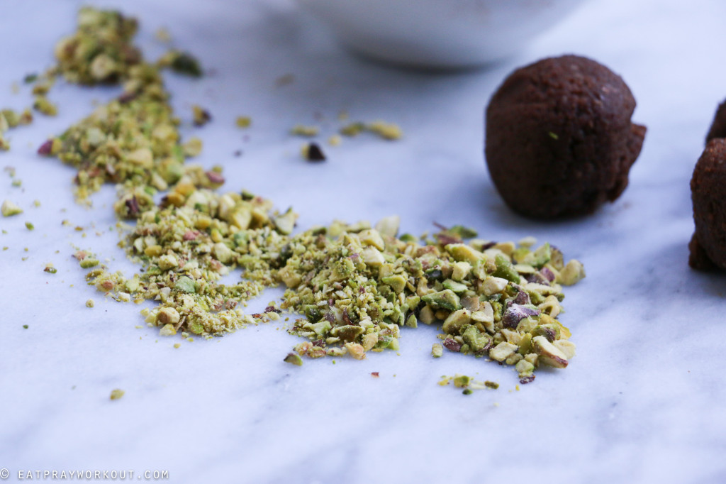 Coffee & pistachio bliss balls-16