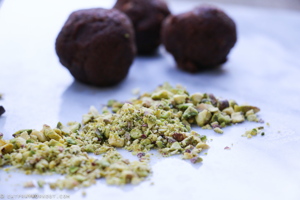 Coffee & pistachio bliss balls-18