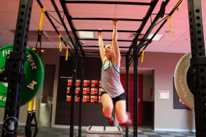 Amy Darcy Australia top health blogger from Eat Pray Workout in gym TRX & barbell circuit