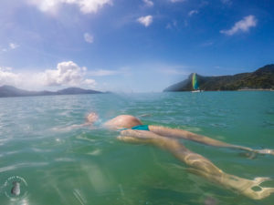 Amy Darcy Australia top health blogger from Eat Pray Workout floating on water at Hamilton Island on babymoon