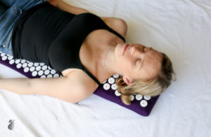 Amy Darcy Australia top health blogger from Eat Pray Workout white lotus anti aging acupressure mat and herbal tea