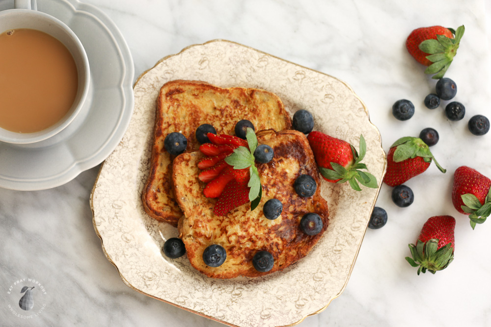 healthy-french-toast-berries-eat-pray-workout