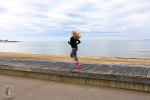 Amy Darcy Australia top health blogger from Eat Pray Workout running exercising along beach
