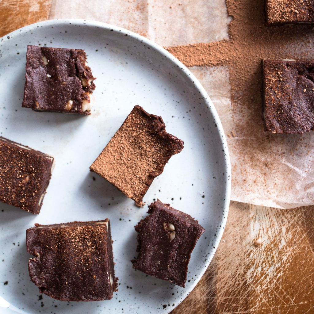 healthy raw walnut chocolate brownies rachael finch eat pray workout