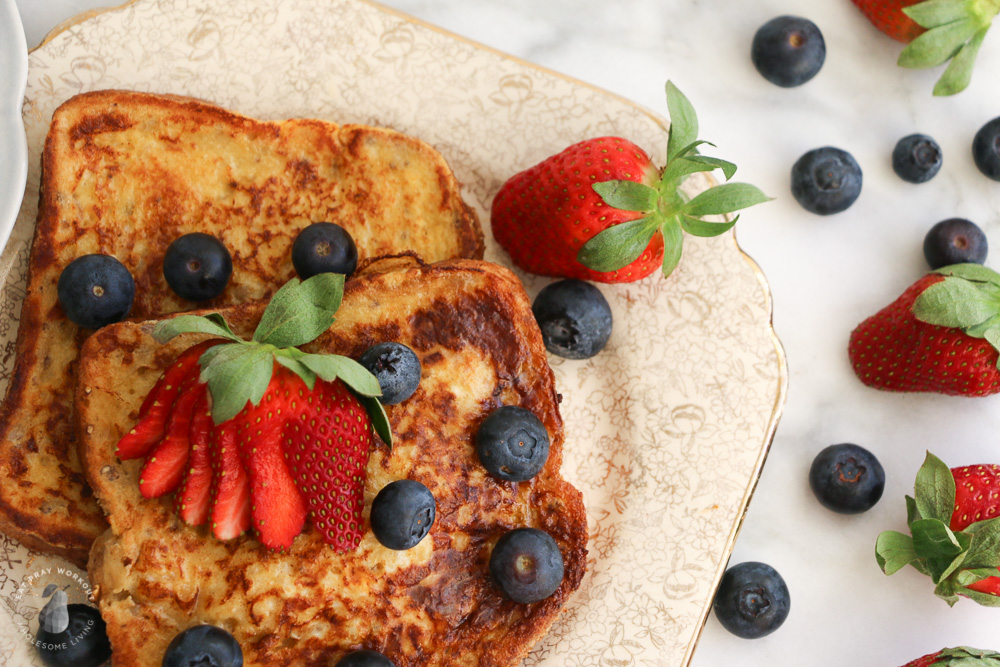low GI breakfast recipes for families healthy French toast with blueberries and strawberries
