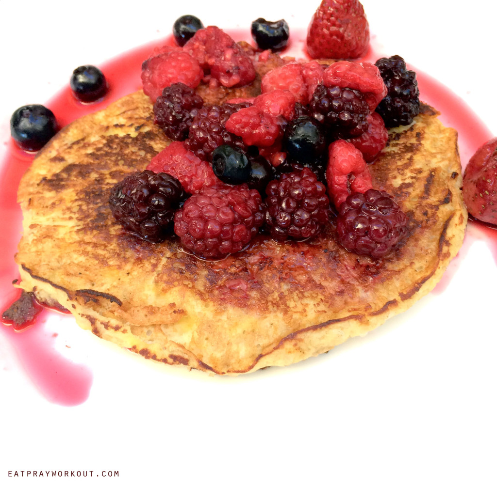 healthy low GI breakfast recipes for the family 3 ingredient healthy banana pancakes egg, banana and cinnamon pancakes topped with mixed berries