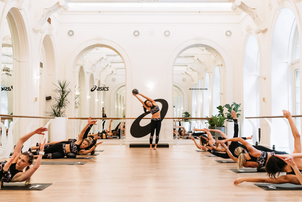 confidence to wear a crop top - sydney health and fitness blogger amy darcy eat pray workout asics x liberty barre class