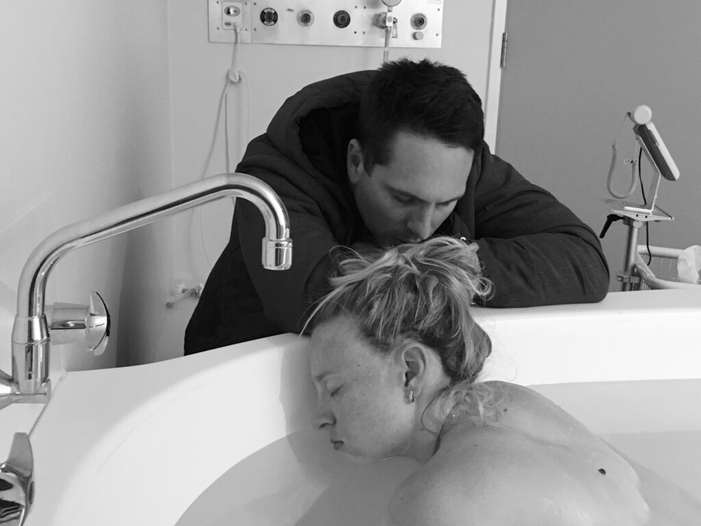 contractions in birthing tub Amy Darcy labour story & the birth of Aria Olive